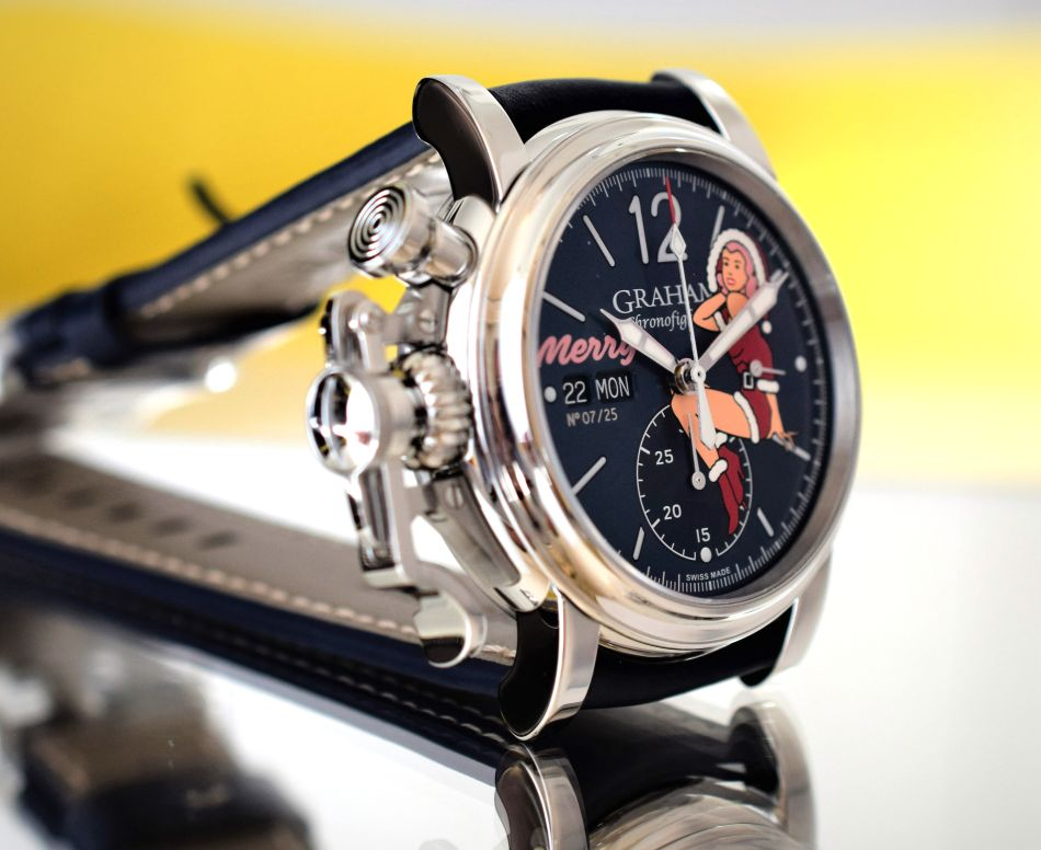Graham Chronofighter Nose Art : la mère Noël au poignet